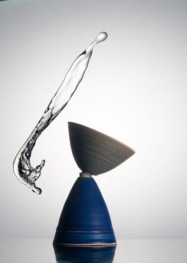 Mise en scène avec un liquide d'une création de Christine Limosino-Favretto issue de sa dernière exposition: Approche d' une variation.