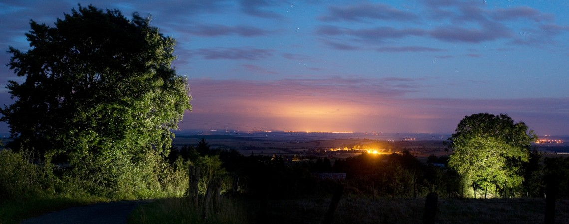Paysage de nuit et light painting.