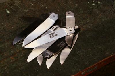 La coutellerie Farol de La Rochelle: lames de couteaux.