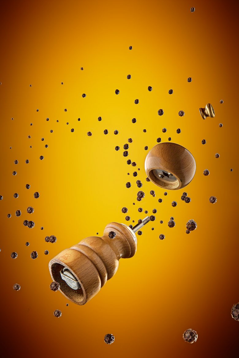 Image composite d'un poivrier et de grains de poivre