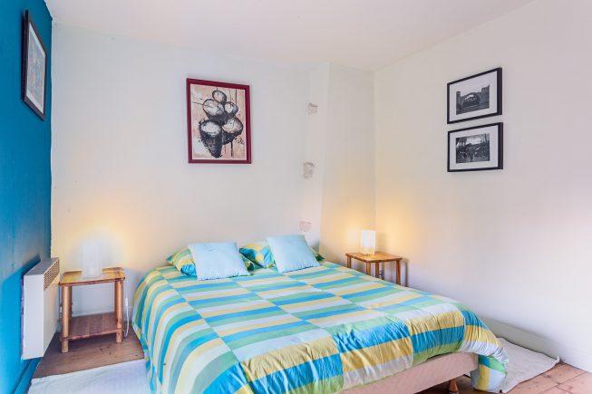Domaine de La Reculée, photographie d'intérieur du gîte et des chambres d'hôtes. Vue de la chambre bleue du gîte du Domaine de La Reculée. Cette chambre est située à l'étage.