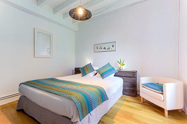 Domaine de La Reculée, photographie d'intérieur du gîte et des chambres d'hôtes. Vue d'ambiance de la chambre d'hôte Atacama du Domaine de La Reculée. Cette chambre est située au rez-de-chaussée.
