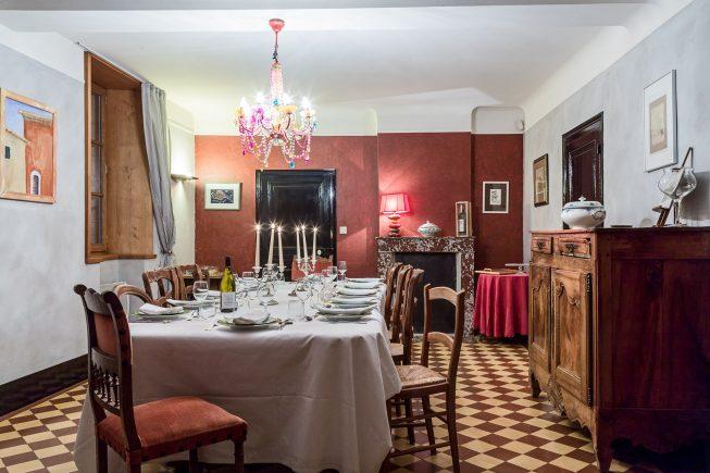 Domaine de La Reculée, photographie d'intérieur du gîte et des chambres d'hôtes. Vue d'ambiance de la salle à manger du gîte.